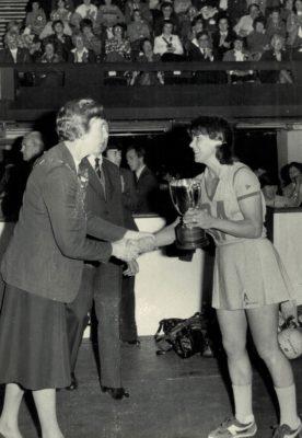 Jean Robinson, AENA President presenting the Robinson's Trophy to  Magraret Caldow, Australia Captain   Maureen Ball