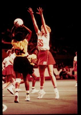 Helen Cadman attempts an interception