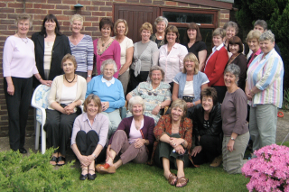 Picture of smiling faces at a Roos reunion