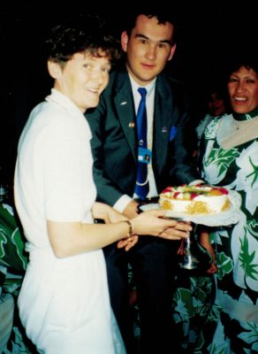 Sheelagh Redpath sharing cake with Maria Savage from the Cook Islands