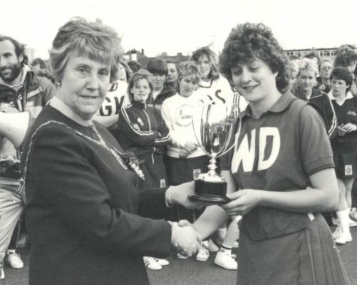 Mayor of Bromley, Councillor Joan Hatcher presebting the U21 winners trophy to North Durham