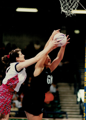 Lorraine Lowe under pressure from the NZ defence