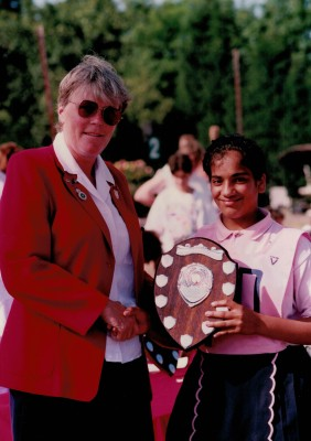 Helen Watt presenting the Under 12 Shield to Sundale