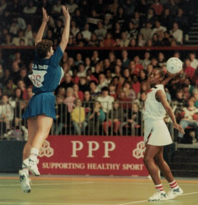 Lisa Topliss (GS) defending the pass out