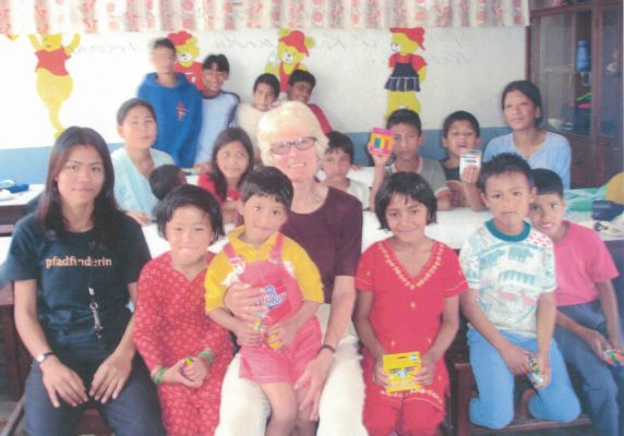 2012 Isobel Martindale introduces Netball to orphanage in Katmandu