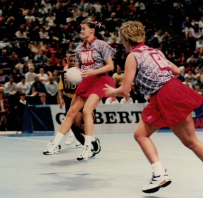 Lucia Sdao (WA) and Tracey Neville (GA) on the attack
