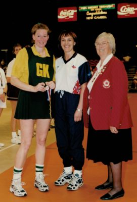 Tracy Horton, runners up Captain, with England Captain Fiona Murtagh and AENA President, Jean Bourne