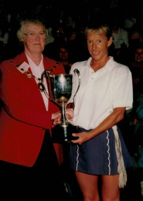 Jean Bourne, President presenting Sue Collins with winners trophy