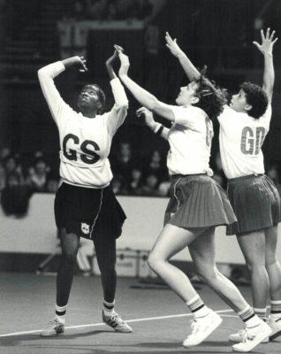 Kendra Slawinski (GK) and Sharon Bent (GD) defending   Eileen Langsley, Supersport Photographs