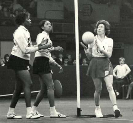 Judi Day (GA) passing the ball onto court
