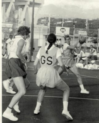 Anne Miles ensuring the Australian GS has to receive the ball at the edge of the circle.