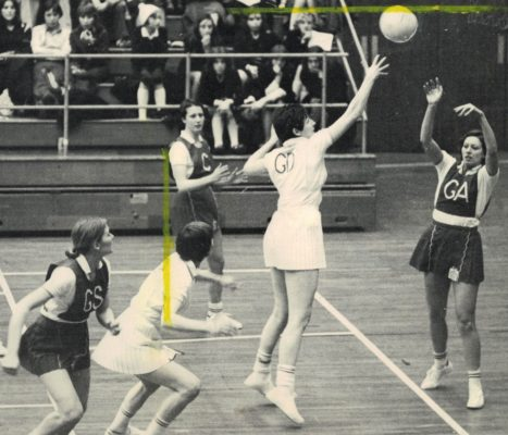 England GA Pat Watson throwing in to Pat Cane GS covered by The Roos GK Anne Miles and defended by Cathy Hickey GD,   C Linda Taylor.