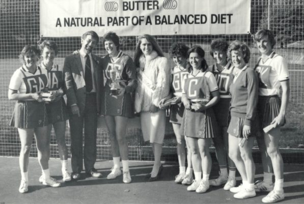 Winners Sudbury Captain Chris Maylor with the trophy and David Roberts, Butter Council, and Miss Loise Gray, Miss England and the Squad GK Margot Müller.  GD Ruth Johnson.   WD Sue Keal.   C Jean Sully.   WA Jo. ? (N. Bucks).   GA Mary Beardwood.   GS Chris Maylor.   Res Vanessa Churchman