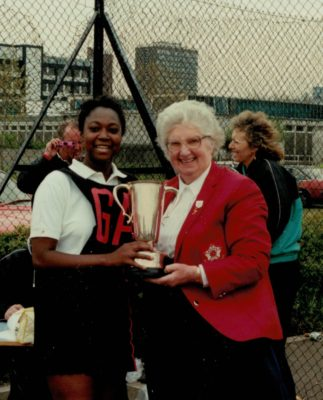 Winners Harborne captain Joan Bryan receiving the trophy from Pat Taylor, AENA President | Bill Hickey