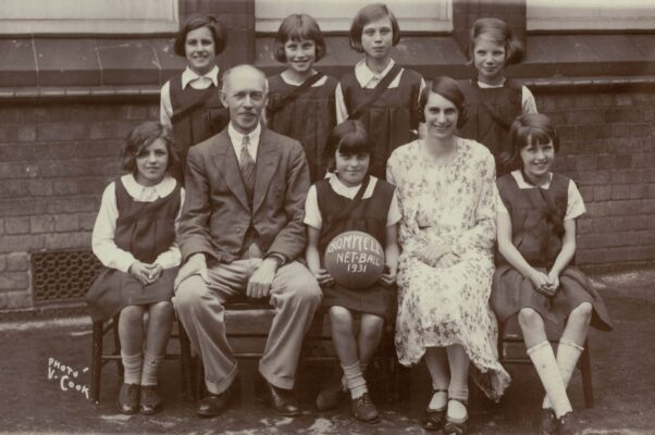 Cromwell School team, but who are they?  Pennie Challing's grandmother, Margery Farrington was a teacher there but isn't in the photo.  Any ideas anyone?